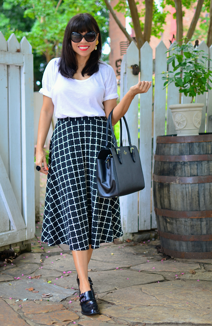 BLACK AND WHITE OUTFIT TREND