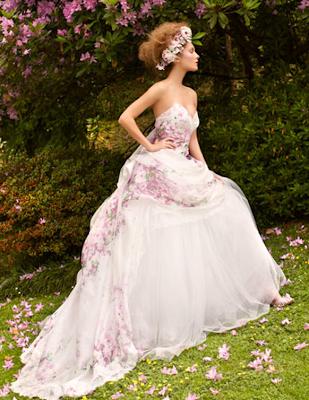 Resultado de imagem para vestidos de noiva floridos