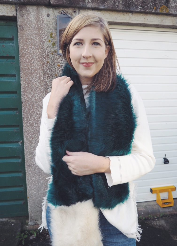 topshop, adidas, adidasstansmith, stansmith, wiw, whatimwearing, ootd, fauxfur, fauxfurscarf, asseenonme, rippedjeans, casualfashionlook, lotd, lookoftheday, fbloggers, fashionbloggers,