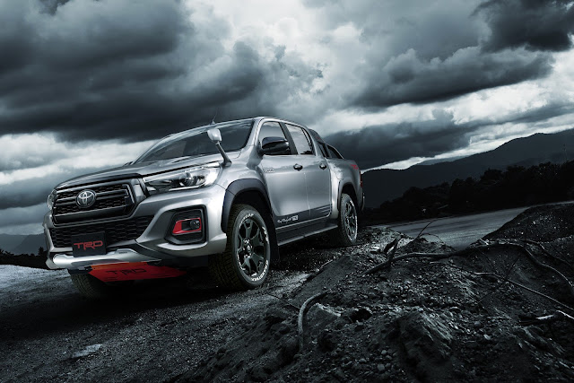 Toyota Hilux Black Rally Edition in Japan. 8264f9eb-toyota-hilux-black-rally-13