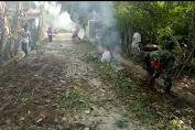 Menumbuhkan Semangat Bergotong Royong, Babinsa Ajak Warga Membersikan Jalan