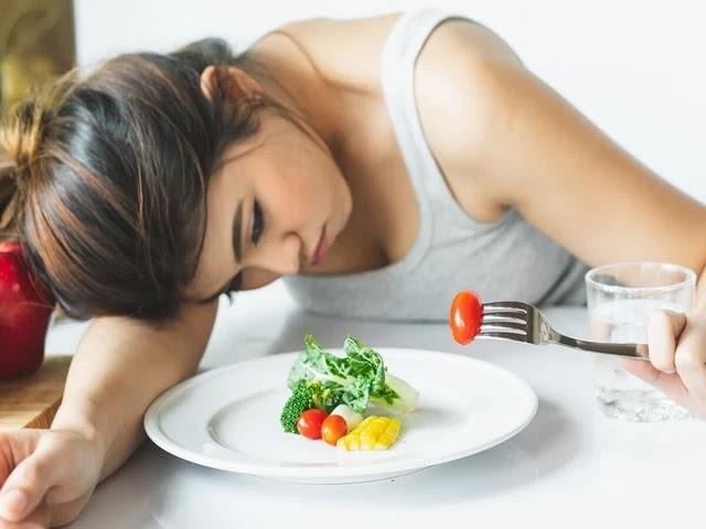 Trastornos alimenticios :anorexia nerviosa tipos y causas