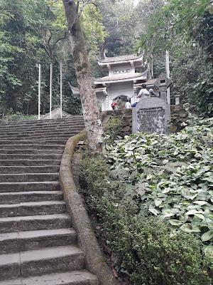 フン神社(Đền Hùng)までの石段