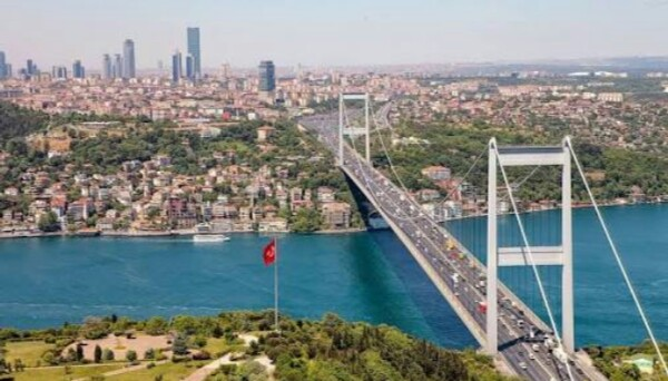 جسر البوسفور أطول وأشهر الجسور المعلقة بالعالم