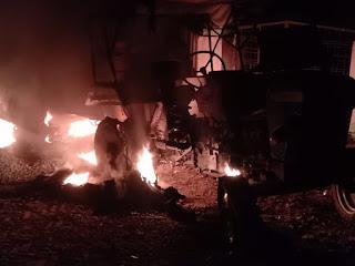 ट्रैक्टर से युवक की मौत, ग्रामीणों ने वाहन को जलाया | #NayaSaberaNetwork