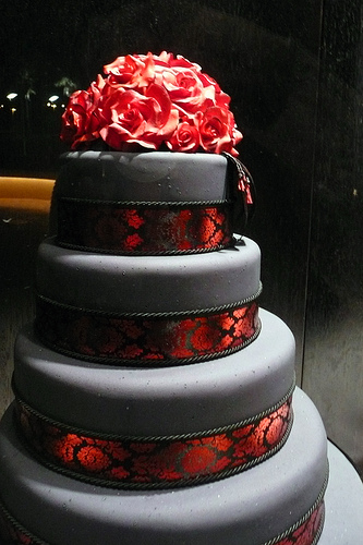 wedding cake black and red wedding tidbits wedding theme ideas 101 22013