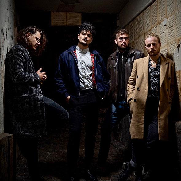 """Plus tranchant que jamais, """"Connection Loss"""", le nouveau clip de Caesaria, classe le quatuor au sommet de la révolte club-rock."""