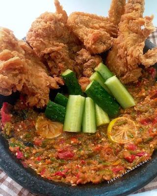 Olahan Ayam - Fried Chicken dan Sambal Tomat Terasi Mentah [[ Ayam Geprek ]]