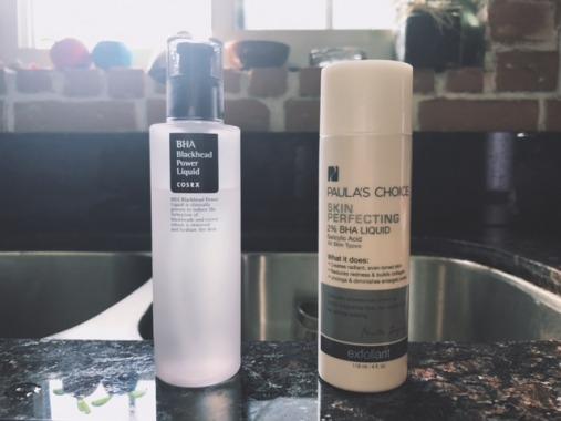 Hai sản phẩm tẩy da chết BHA của CORSX và Paula's Choice