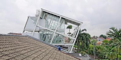 Budi Pradono Rumah Miring