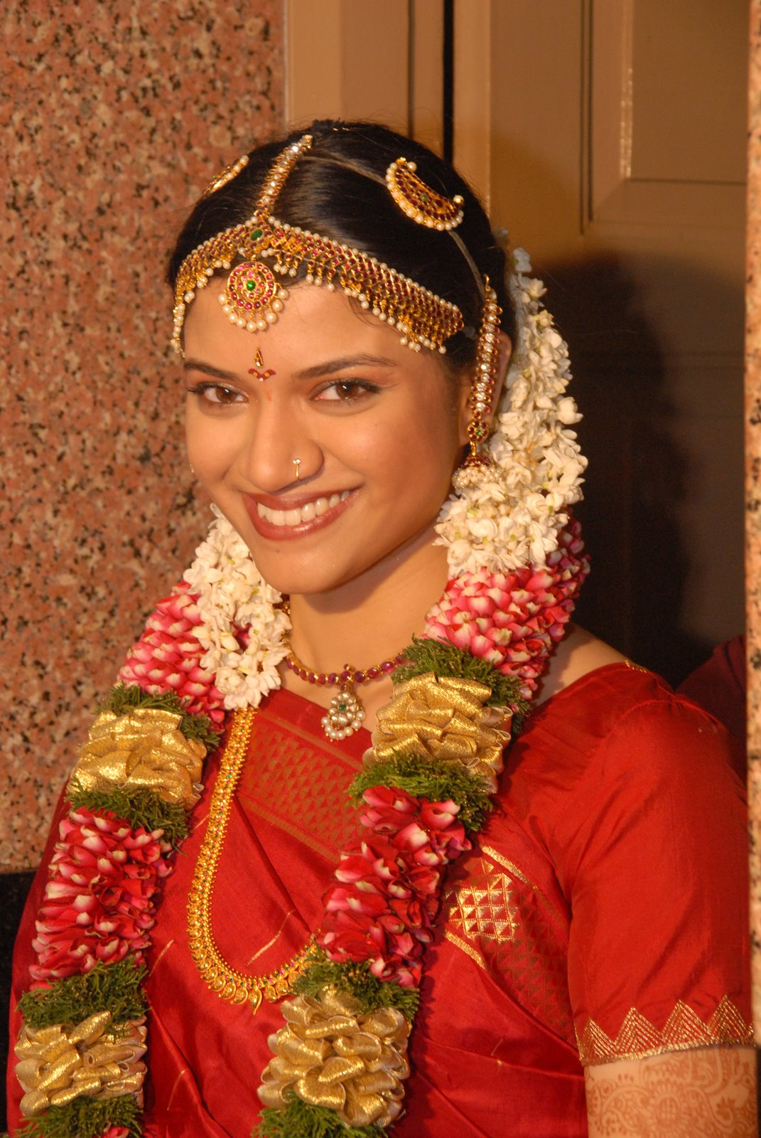 Fashion world: South indian bridal hair style