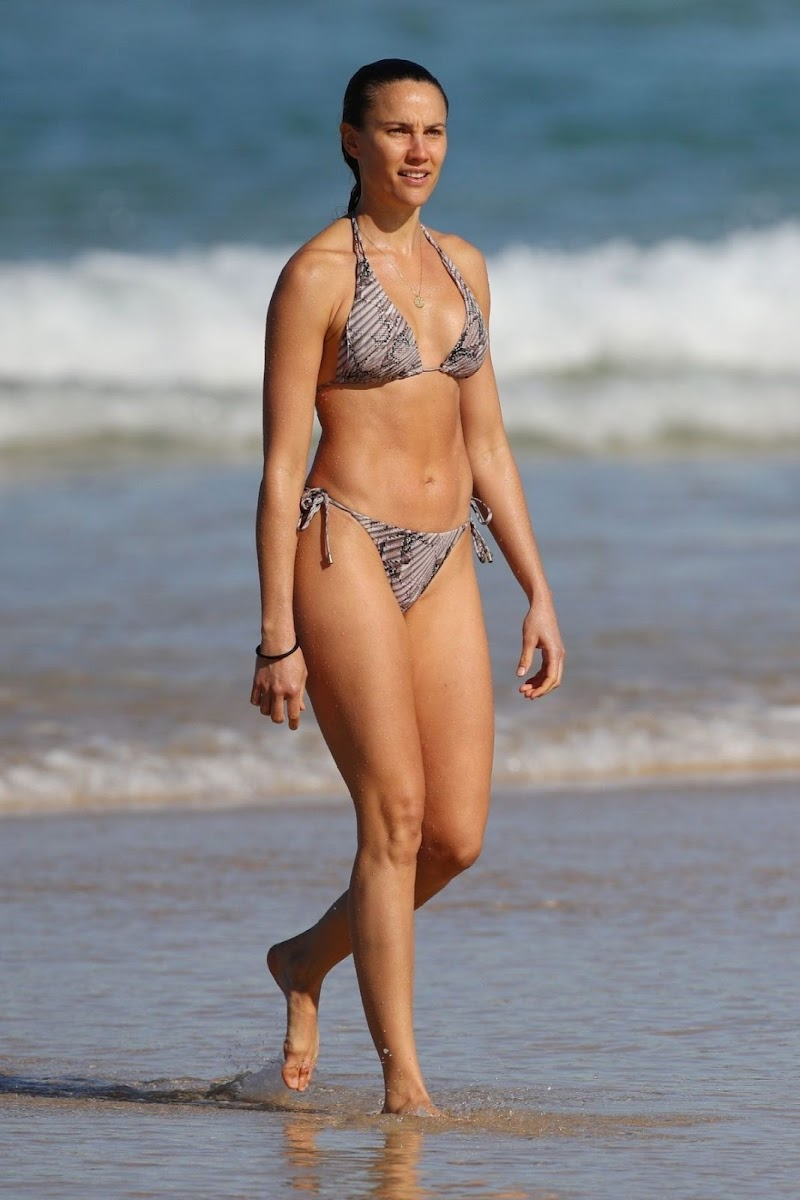 Rachael Finch Clicked in Bikini at Bondi Beach 16 Jun -2020