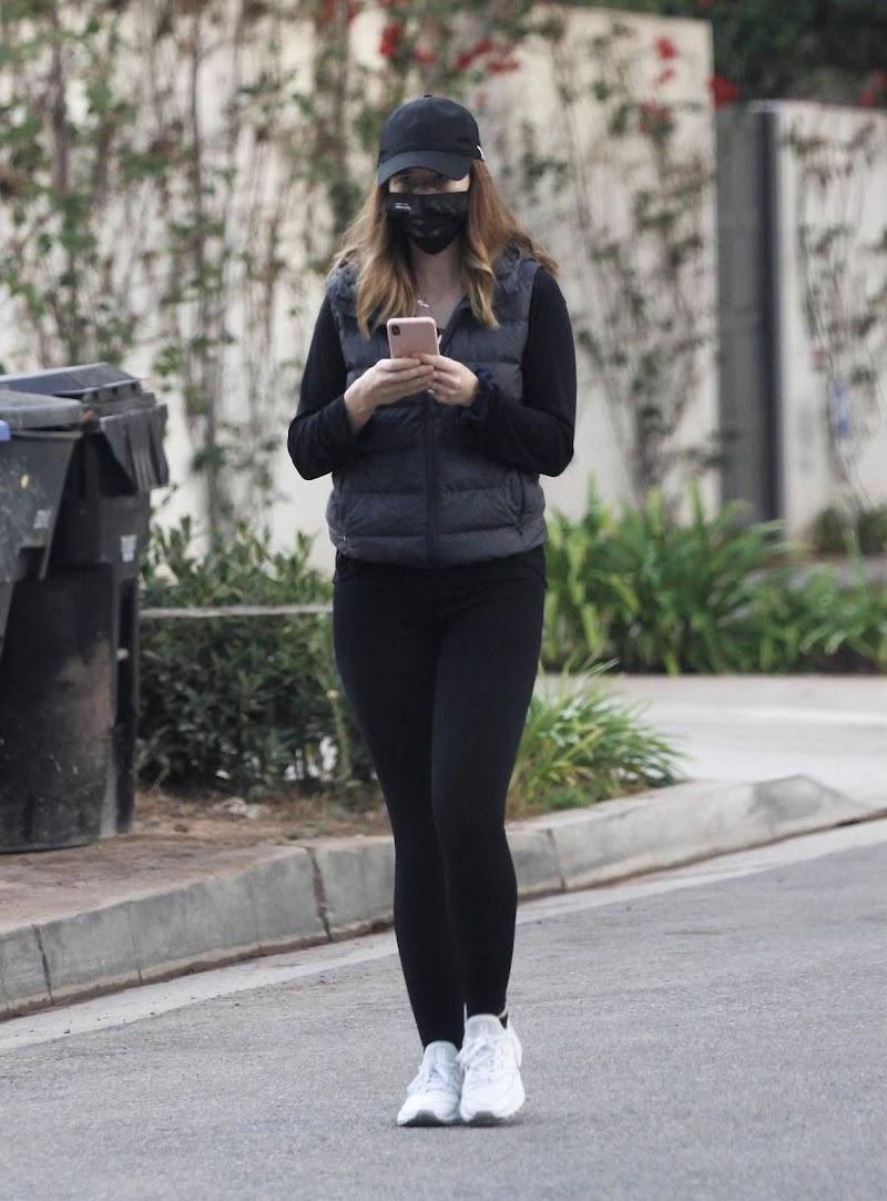 Katherine Schwarzenegger Clicked Outside in Santa Monica 8 Nov-2020