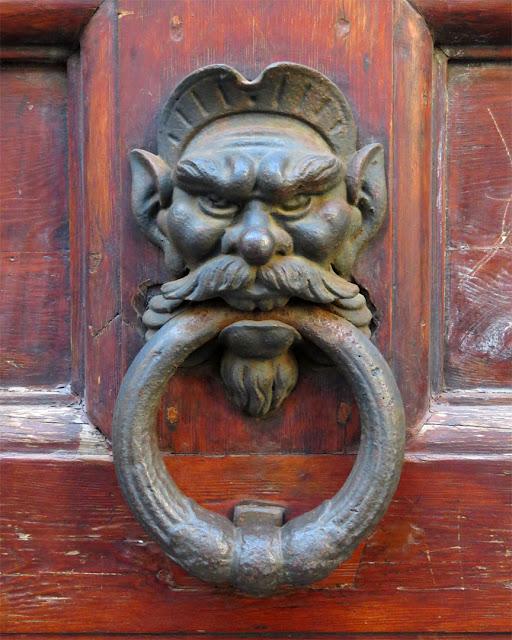 Front door handle, Via della Madonna, Livorno