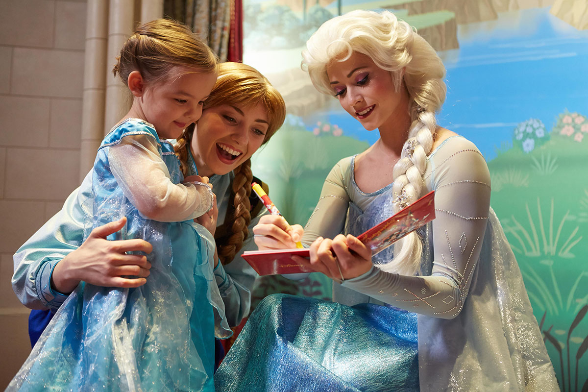 Tips for Traveling to Disneyland® Paris With Little Ones