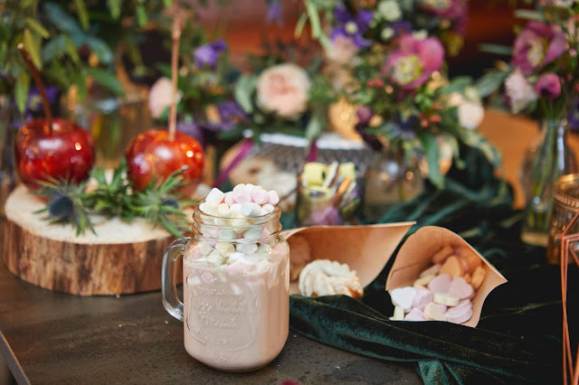 Boho wedding, sweet table, Hochzeitstorte, Guglhupf, Winterhochzeit, Tirol, Pitztal, Pure Resort, Hochzeitsfotografie Marc Gilsdorf, Hochzeitsplanung Uschi Glas 4 weddings & events, Berghochzeit, destination wedding, elopement, heiraten in Tirol, mountain wedding