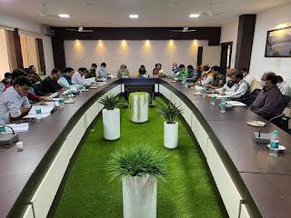 जिला स्तरीय सड़क सुरक्षा समिति की बैठक में यातायात व्यवस्था पर की गई चर्चा