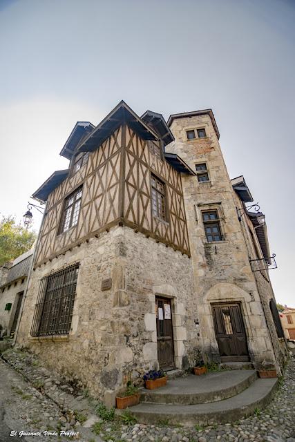 Maison Bridaut, con entramado de madera, en Saint Bertrand de Comminges, por El Guisante Verde Project