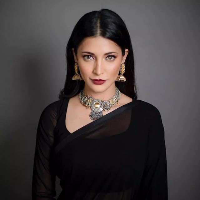 Shruti Haasan Fabulous Sleek Straight Hairstyle
