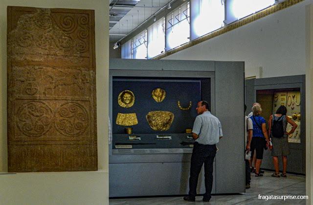 Peças do Tesouro de Atreu, encontradas em Micenas, no Museu Nacional de Arqueologia de Atenas, Grécia