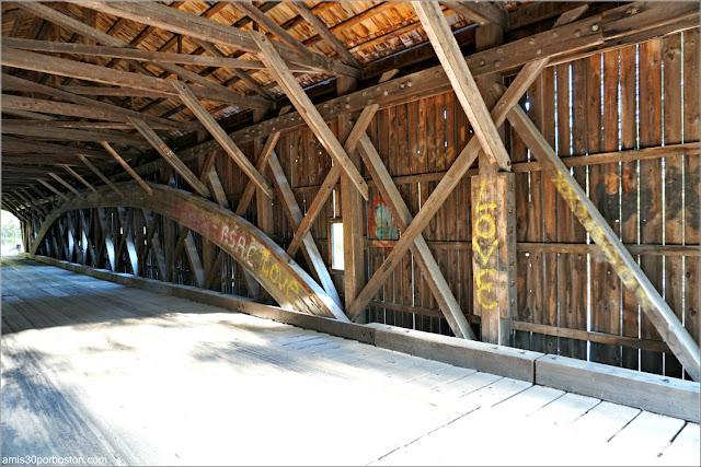 Interior del Puente Cubierto Hemlock Bridge, Maine