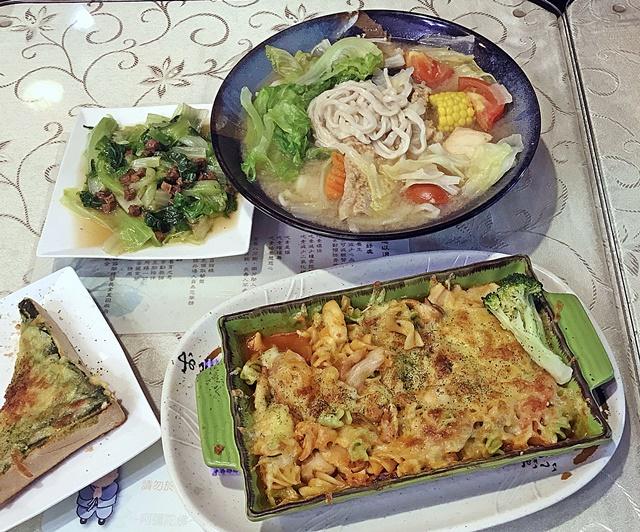 湧泉坊餐館~三重素食自助餐吃到飽、台北捷運三重國小站異國素食