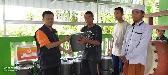 Laznas BMH Berbagi Paket Sembako Untuk Mualaf Dan Guru Ngaji