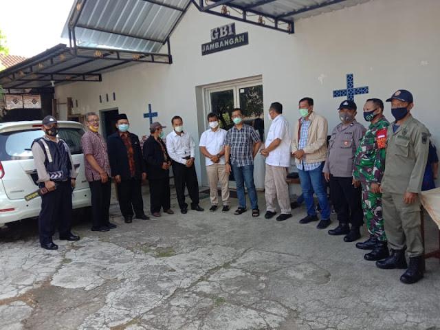 Ciptakan Suasana Kondusif, Babinsa Koramil 05/Mojogedang Amankan Ibadah Natal Di Wilayah Binaan