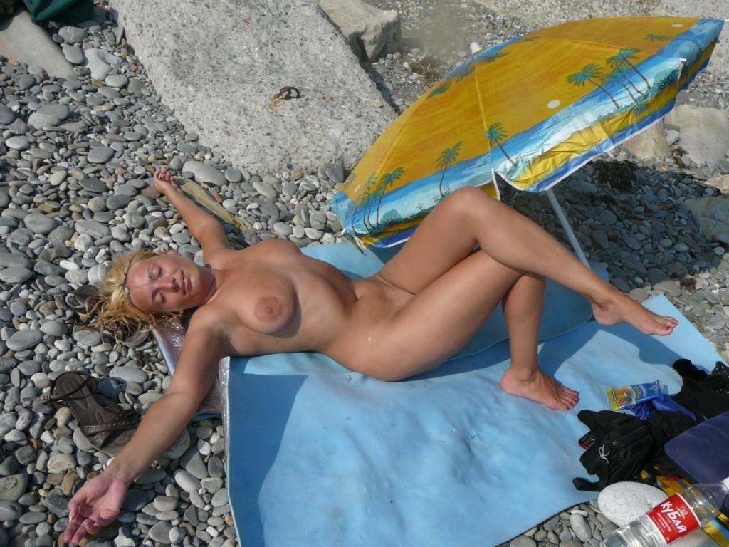 архив частных фото-видео баб на пляже