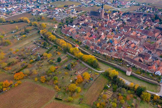 Fortifications de Bergheim (Alsace). Front nord - tours semi-circulaires adaptées à l'usage des armes à feu.