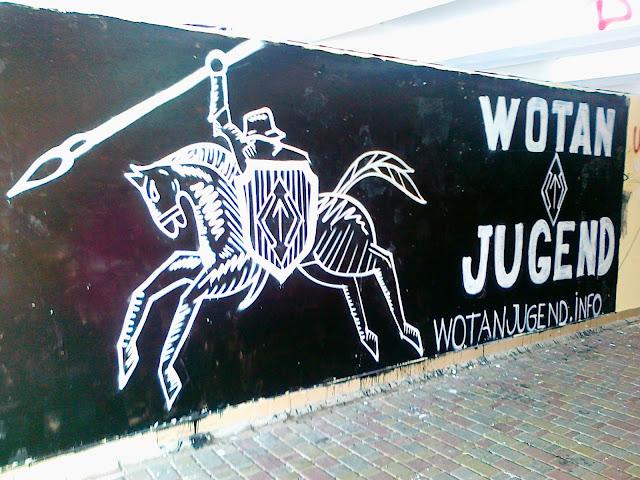 Граффити в подземном переходе
