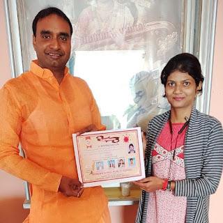 मैनेजमेंट गुरू अनिल यादव ने पत्रकार क्षमा सिंह को किया सम्मानित | #NayaSaberaNetwork