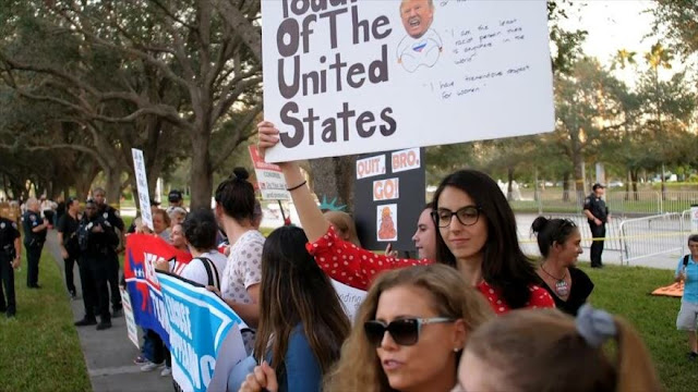 Protestan contra acto de campaña de Donald Trump en Florida