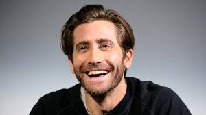 Grazi Massafera pede contato do ator Jake Gyllenhaal a Débora Nascimento
