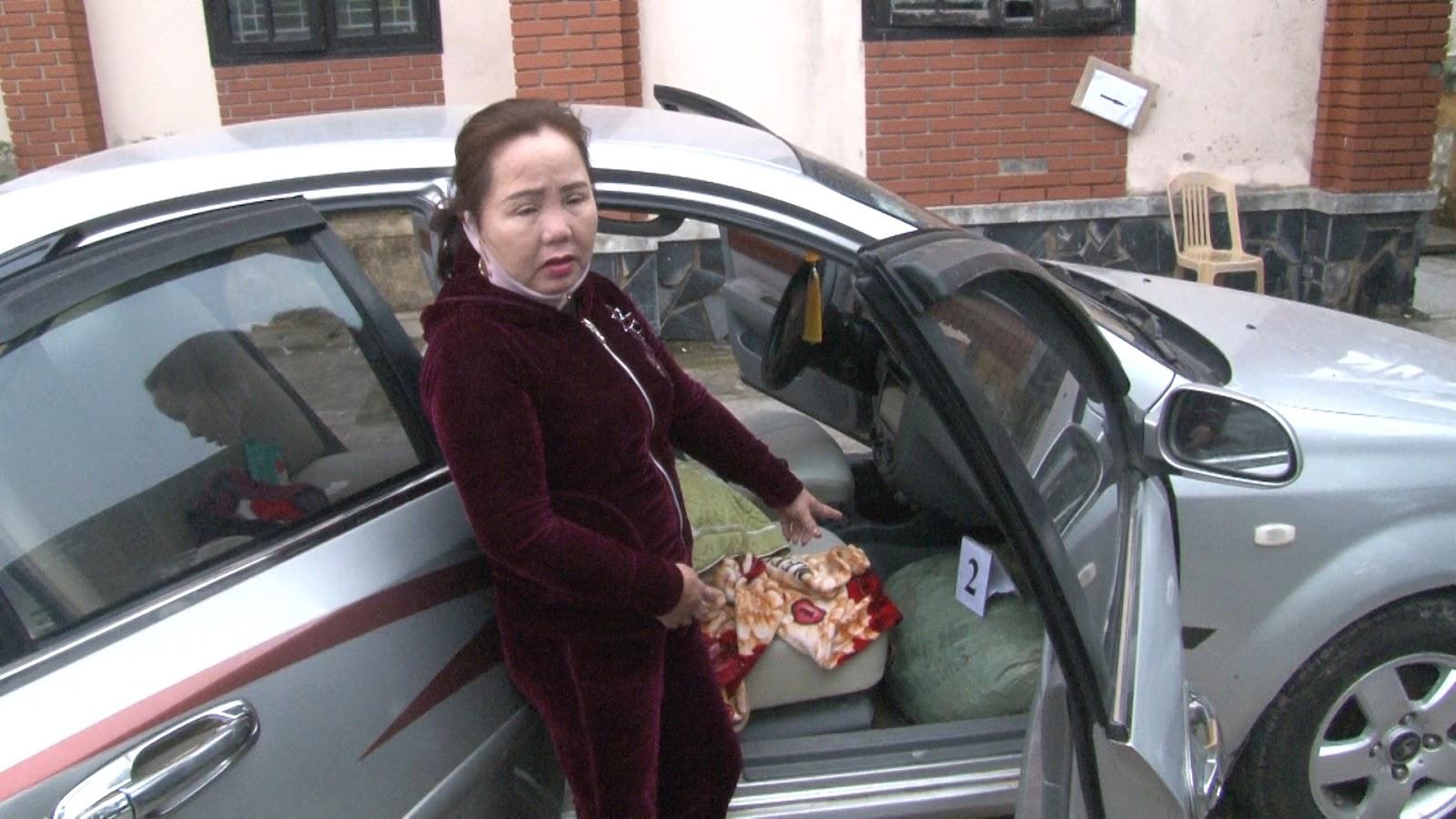 Bà Phạm Thị Thu bị bắt giữ cùng tang vật là 74kg thuốc nổ.