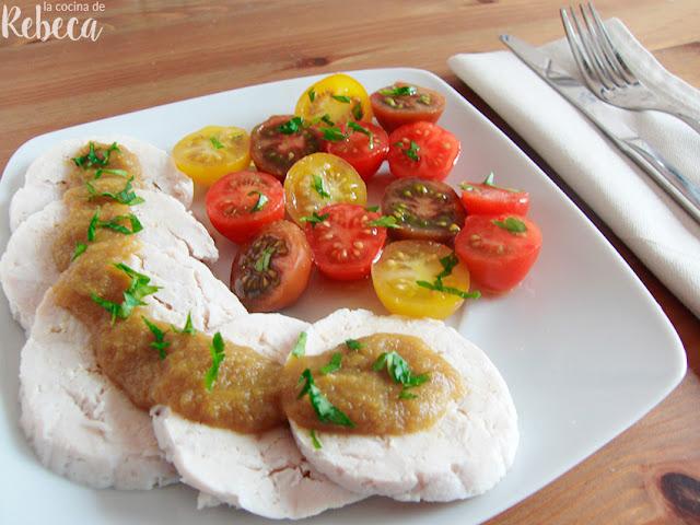 Roti (redondo) de pollo con salsa de cerveza y verduras