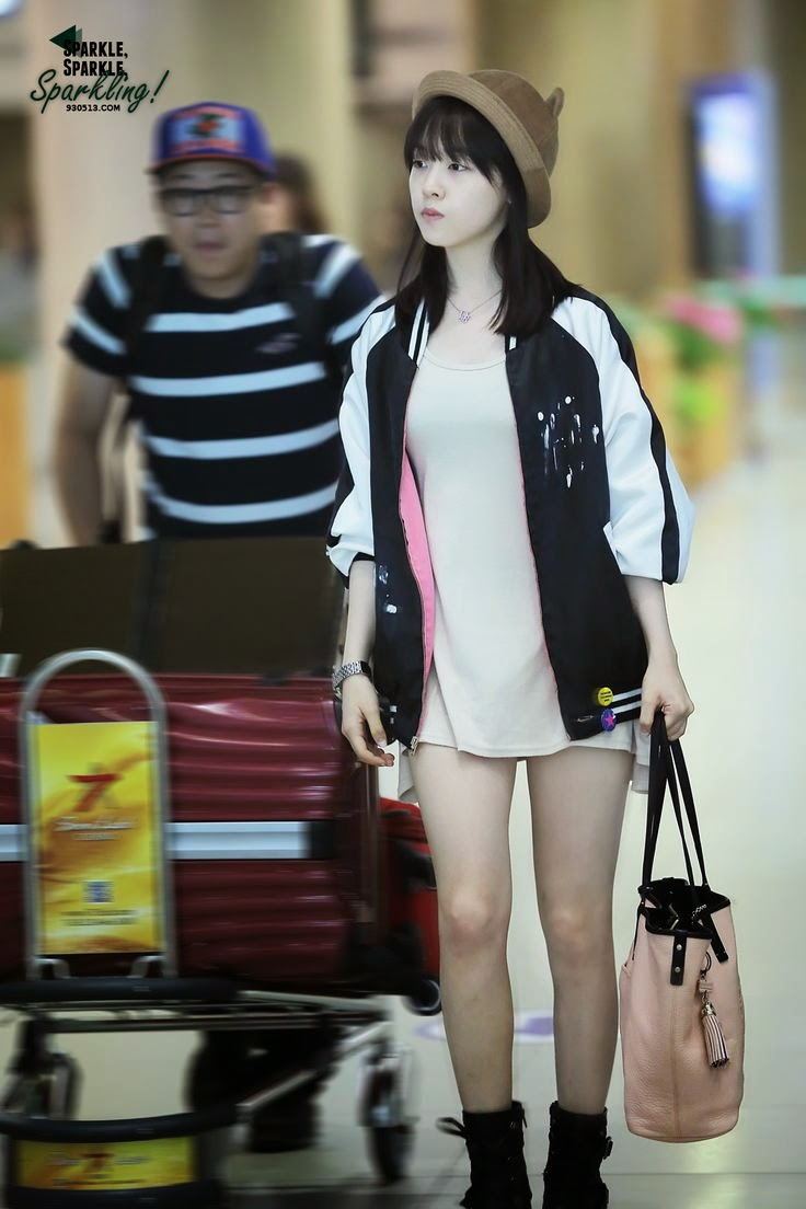 Girl Fashion Magazine: Airport Fashion: Girl's Day Minah