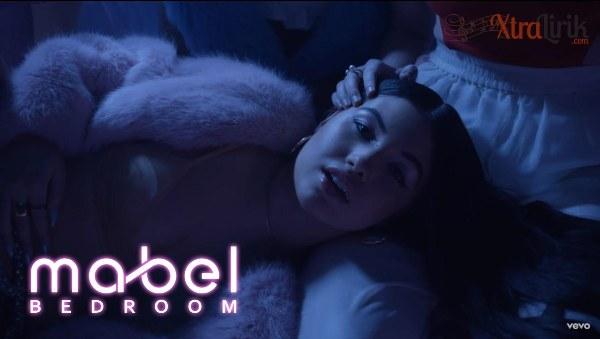 Arti Lirik Lagu Bedroom Mabel Terjemahan