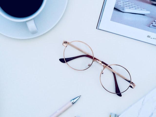 Kalian Berkacamata? Jangan Minder! Ini 5 Nilai Lebih Wanita Berkacamata