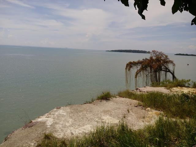 Pantai batu putih yang berada di ketapang