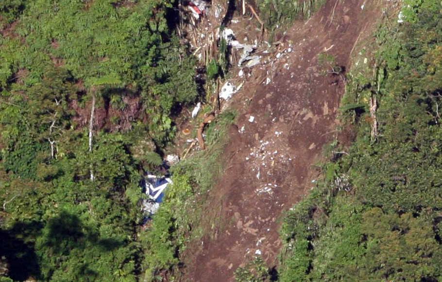 Sukhoi Superjet 100 jatuh berkeping-keping di Gunung Salak