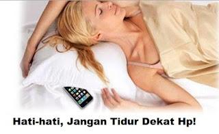 bahaya tidur dekat hp bagi kesehatan