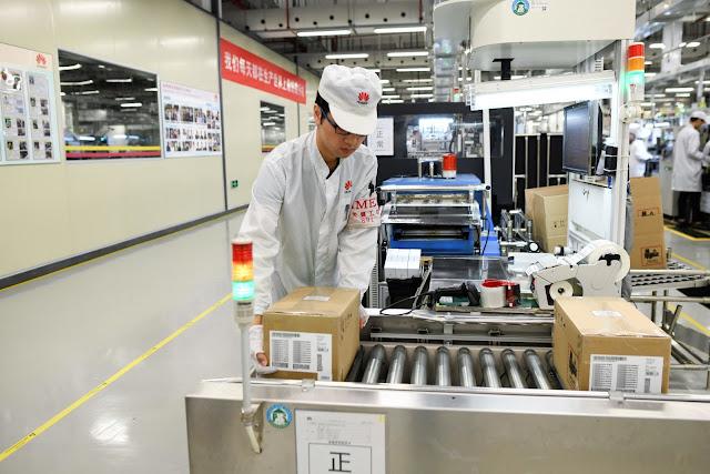 يقال إن شركة Huawei تقلل إنتاج الهواتف بعد الحظر الأمريكي