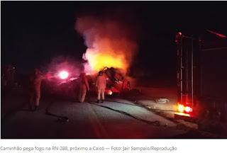 Caminhão pega fogo e interdita RN-288 em Caicó