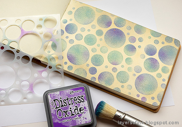 Layers of ink - Stenciled Circle Background Art Journal Tutorial by Anna-Karin Evaldsson. Ink the through stencil with Distress Oxide ink.