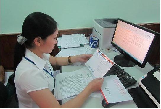 Cán bộ làm văn thư VFF Trần Thị Bích Hạnh được chia 500 triệu tiền thưởng của tuyển nữ Việt Nam