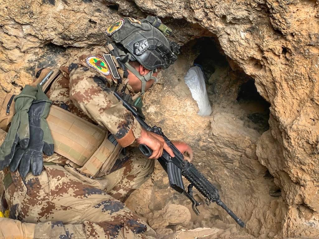 جهاز مكافحة الارهاب بمساندة التحالف الدولي يقتل 10 عناصر من داعش.