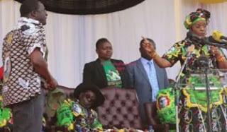 Photo: President Mugabe dozes off during public function