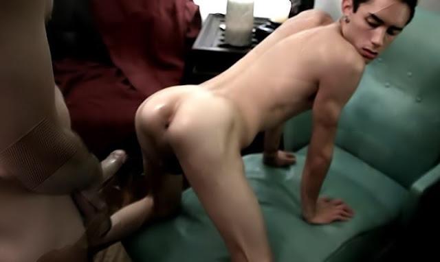 Dica de posição para primeira vez sexo anal gay.