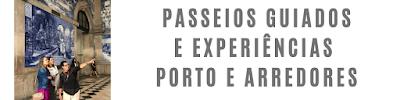 guia brasileira mostrando os azulejos da estação de São Bento no Porto para duas turistas